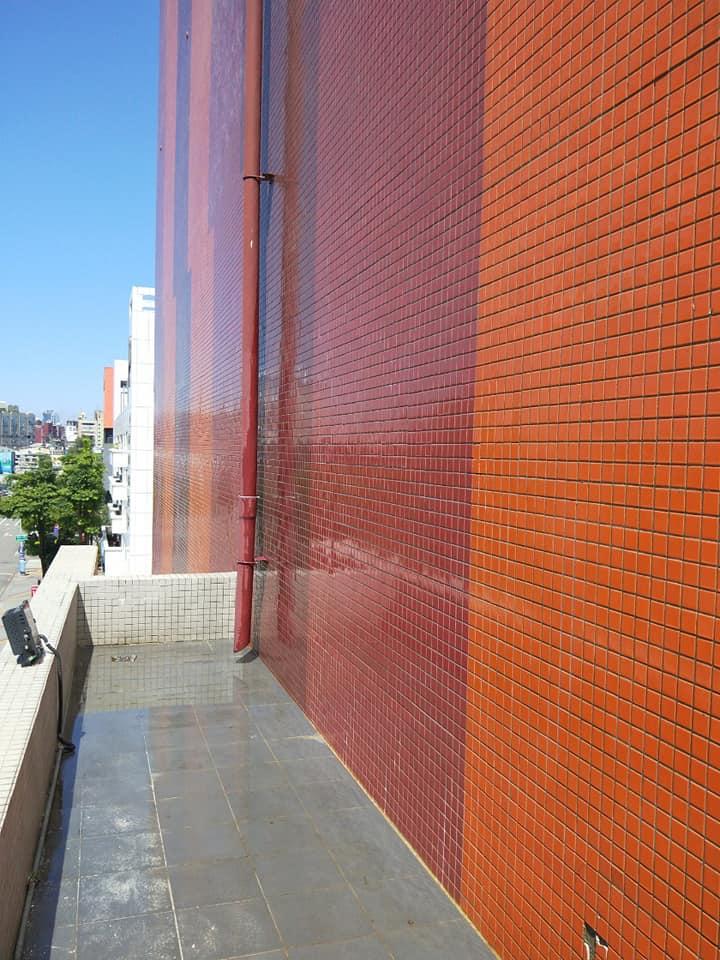 秀泰影城外牆清洗
