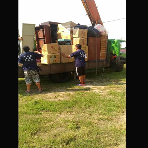 台南吊貨櫃車