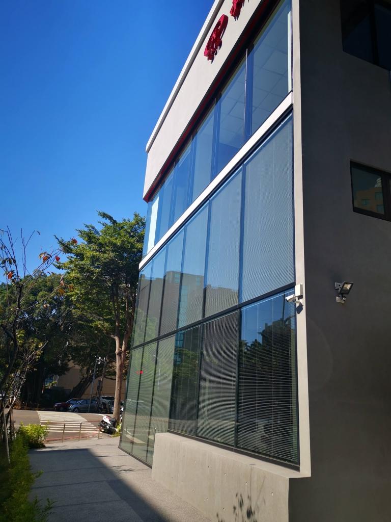 新光銀行外牆玻璃清潔