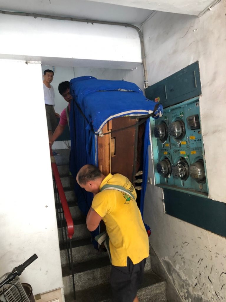 鋼琴包裝搬運搬樓梯