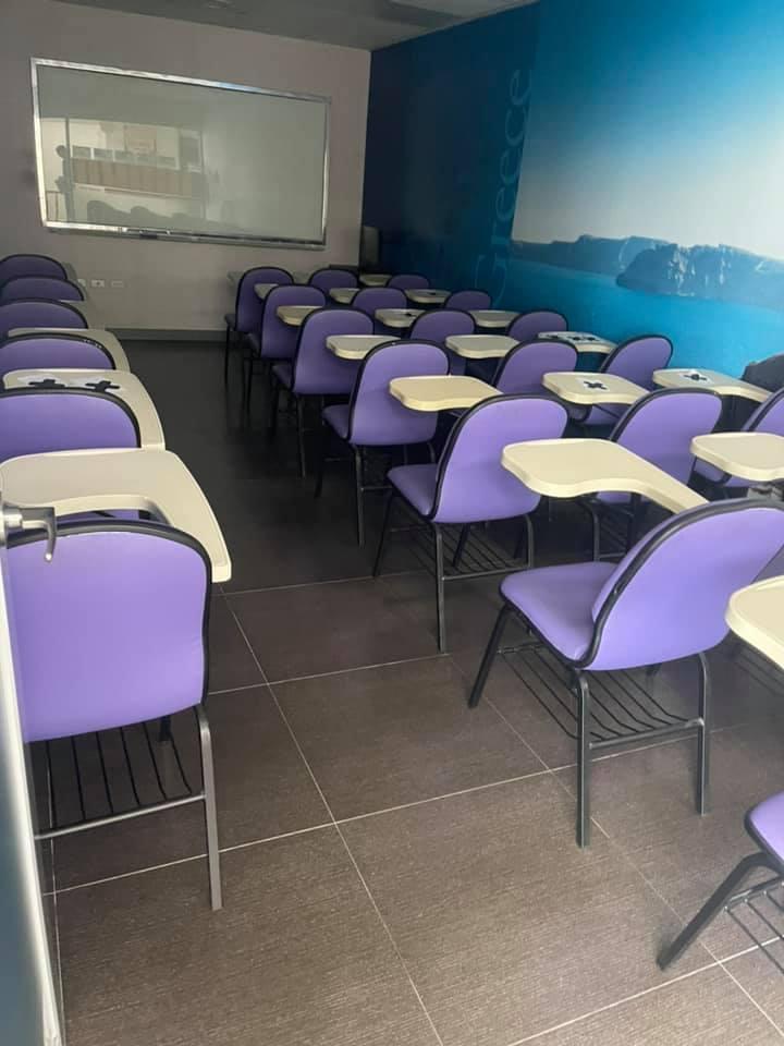 補習班教室地板上蠟