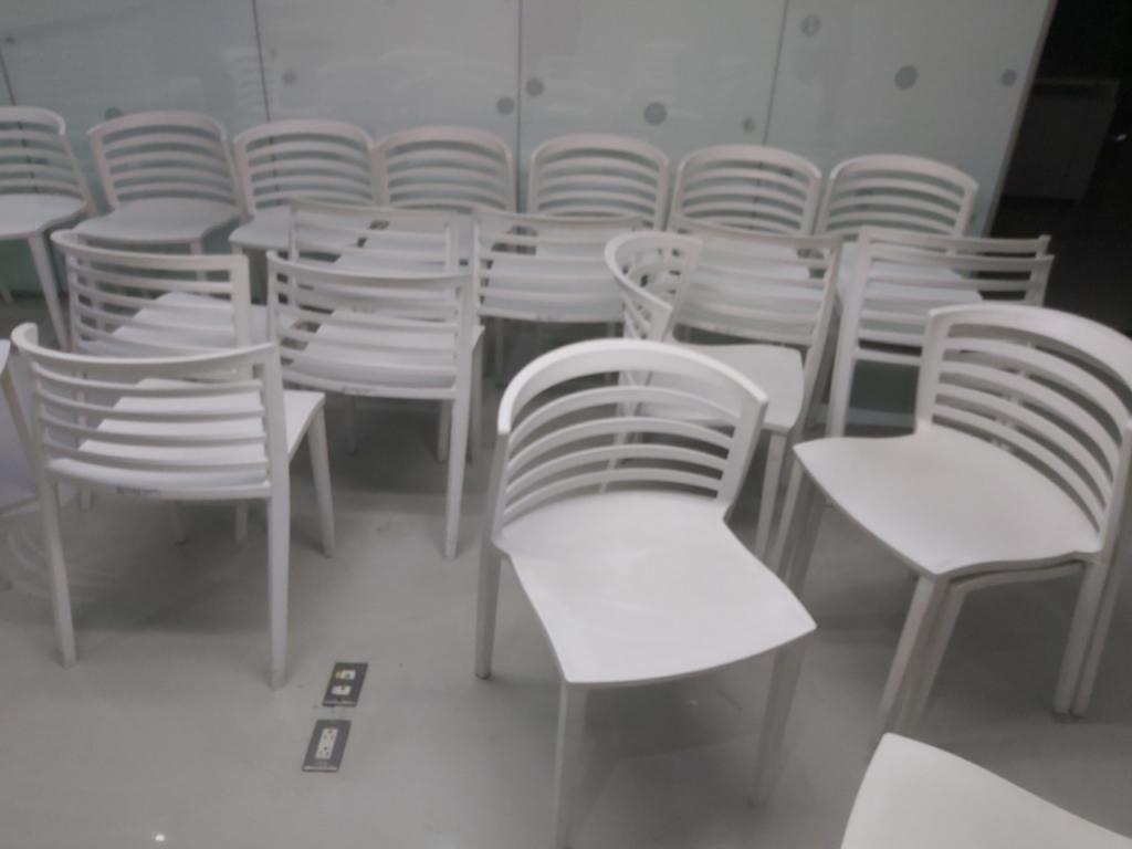塑膠椅清潔前中後