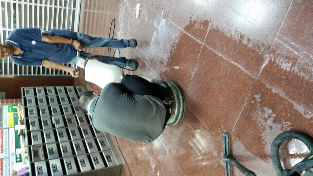 裕台大樓洗地研磨