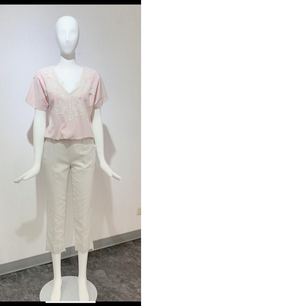 3D立體剪裁胸前有蕾絲設計