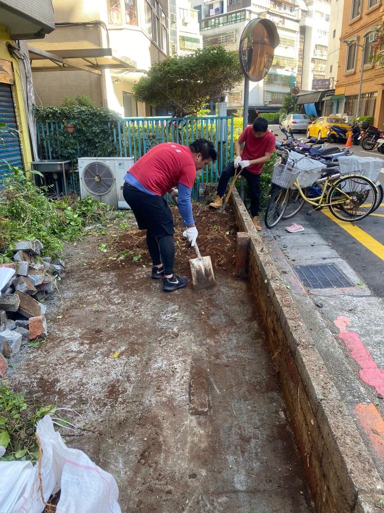 拆除圍籬清除雜草植物